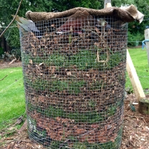 Easy peasy wire mesh in-situ compost bin